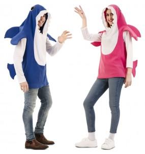 L'originale e divertente coppia di Baby Shark per travestirsi con il proprio compagno