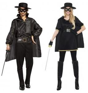 L'originale e divertente coppia di Zorro mascherato per travestirsi con il proprio compagno