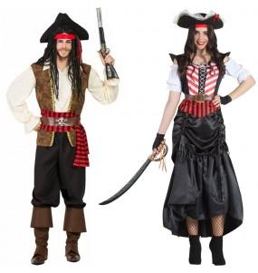 L'originale e divertente coppia di Pirati dei caraibi per travestirsi con il proprio compagno