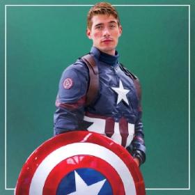 Acquista online i costumi più originali dei Supereroi per uomini