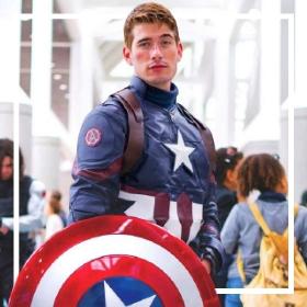 Acquista online i più originali costumi da supereroe per adulti